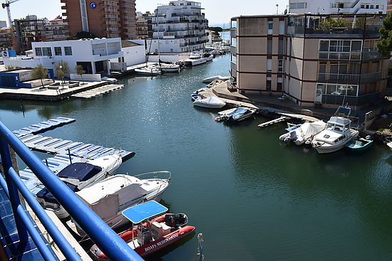 Rosas, st margarita, for sale 1 bedroom apartment with view on canal and sea, 2 mn from the beach