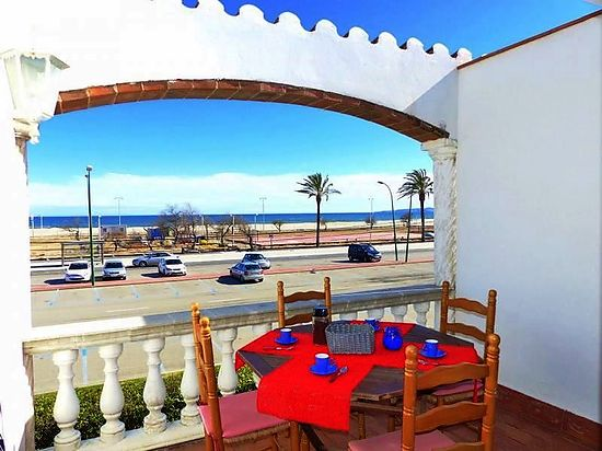 Empuriabrava, for rent, nice aparment in first line of the beach with sea's view and private parking place
