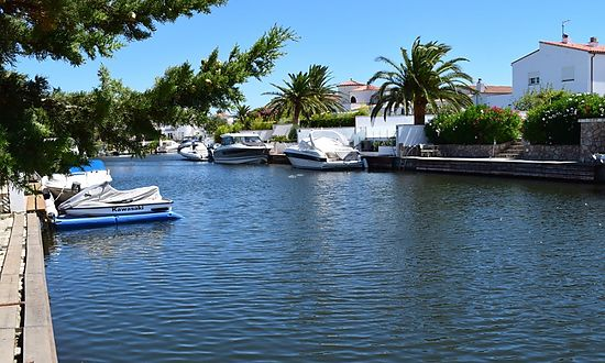 Empuriabrava, fisher house, for sale, with 3 bedrooms, mooring of 6,5 m, garage and garden