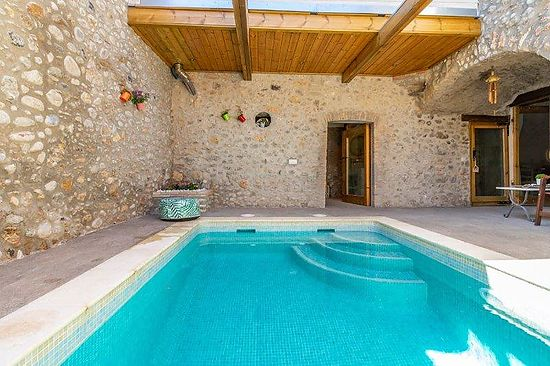 Alt Emporda, Saint Miquel de Fluvia, rustic house for rent , for 11 persons, full equipped, private pool, sauna, parking places and wifi