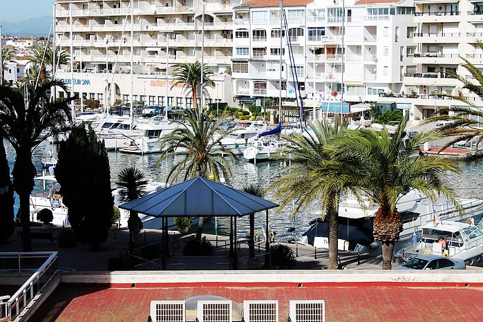 Attitude Services : apartment, for rent, in Empuriabrava for 4 persons with harbour view