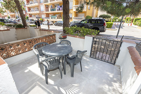 Empuriabrava, for rent, apartment, 2/4 persons, with terrace and private parking , in the center