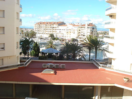 Empuriabrava, apartment for sale in the nautic's club, with  1 bedroom and terrace with sea's  and canal's view