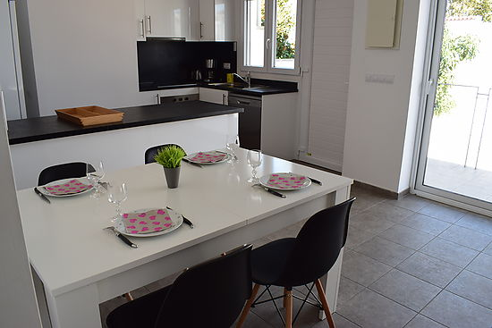 Beautiful modern house for rent in Empuriabrava, 2 bedrooms, ,private swimming pool, near the beach
